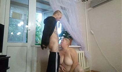 I suck a dick and jerk off to a window cleaner
