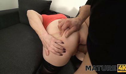MATURE4K. Mature woman with a tempting body is ignited
