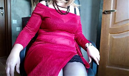 Sexy Russian MILF in stockings masturbates her pussy