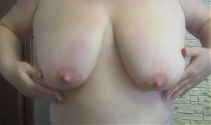 mother-in-law shows her big Breasts – rate her