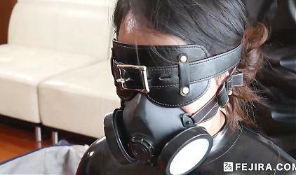 Fejira com – Latex slave girl in the box